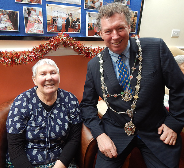 Edna Barnes and Mayor of Truro - Redannick (600px).jpg